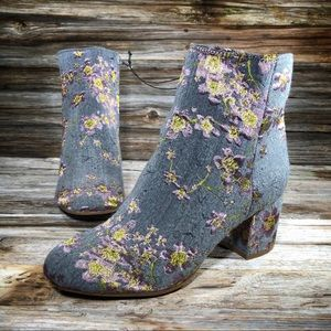 Zigi Soho Nydia Floral Gray Ankle Boots